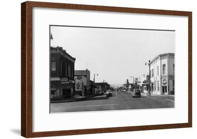 Newberg, Oregon Main Street View Photograph - Newberg, OR-Lantern Press-Framed Art Print