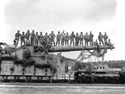 U.S. Army Soldiers Stand On Top of a Large 274mm Railroad Gun-Stocktrek Images-Photographic Print
