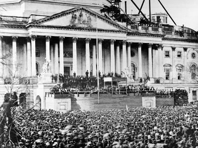U.S. President Abraham Lincoln Stands Under Cover at Center of Capitol Steps--Photographic Print