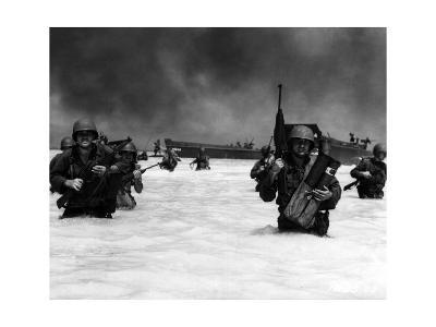 U.S. Soldiers Advancing into the Water--Photographic Print