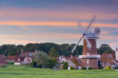 https://imgc.artprintimages.com/img/print/uk-england-norfolk-north-norfolk-cley-next-the-sea-cley-windmill_u-l-q1bplwt0.jpg?p=0