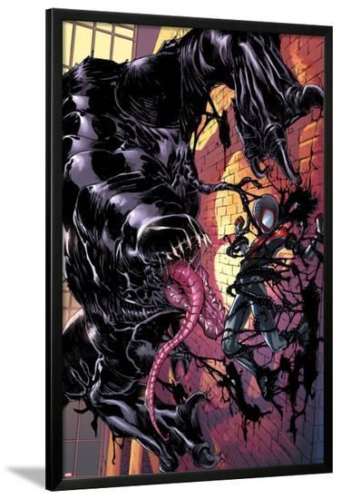 Ultimate Comics Spider-Man #22 Cover: Venom, Spider-Man-Sara Pichelli-Lamina Framed Poster