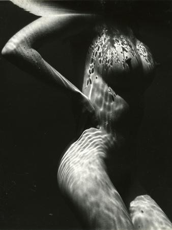 https://imgc.artprintimages.com/img/print/underwater-nude-1979_u-l-q1g6nsm0.jpg?p=0