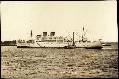 Union Castle Line, UC, M.V. Dunbar Castle, Dampfer--Giclee Print