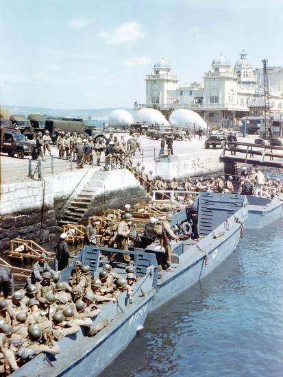 United States Army Troops Boarding a Landing Craft Infantry--Photographic Print