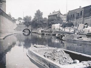Unloading on the Grand Union Canal, London, C1905