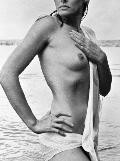 Ursula Andress (B. 1936)--Photographic Print