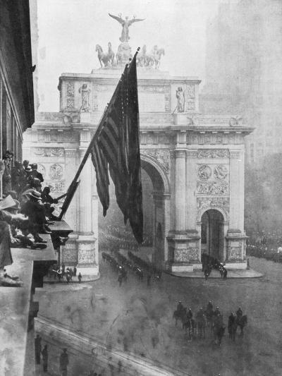 Us 1st Army Passing Through the Victory Arch, Madison Square, New York, USA, 10 September 1919--Giclee Print