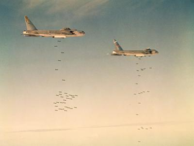 Us Airforce B-52 Bombers Dropping Bombs on Hanoi, 1966