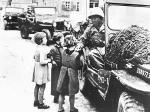 Us Army Soldier Greeting Children with Sweets, Germany, 1945