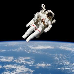 Us Astronaut Bruce Mccandless Using the Manned Maneuvering Unit, 1984