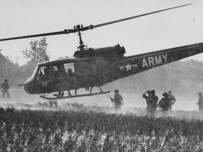 US Military Helicopters-Larry Burrows-Photographic Print