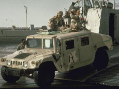 https://imgc.artprintimages.com/img/print/us-navy-amphibious-ready-group-deploy-in-1st-post-gulf-war-us-kuwait-joint-exercise-eager-mace_u-l-pa1era0.jpg?p=0