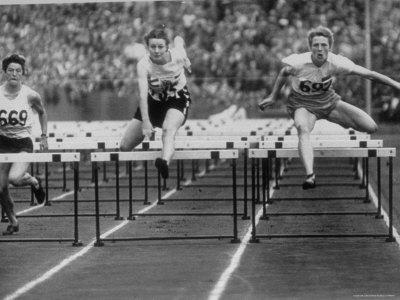 https://imgc.artprintimages.com/img/print/us-runner-fanny-blankers-koen-setting-olympic-record-of-11-2-seconds-in-80-meter-hurdles_u-l-p43q880.jpg?p=0