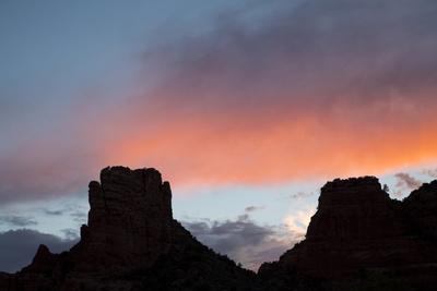 https://imgc.artprintimages.com/img/print/usa-arizona-sedona-buttes-at-sunset_u-l-q1gxm560.jpg?p=0