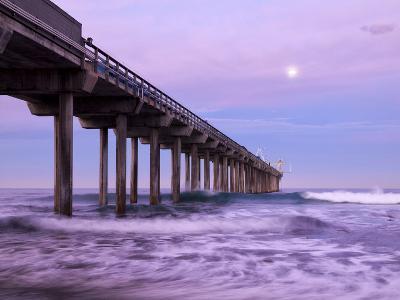 USA, California, La Jolla, Full Moon Setting at Dawn over Scripps Pier, La Jolla Shores-Ann Collins-Photographic Print