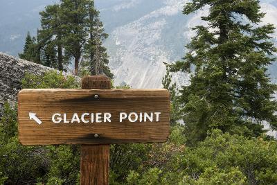 USA, California, Yosemite National Park, Glacier Point Directional Sign-Bernard Friel-Photographic Print