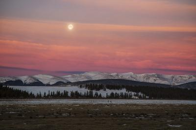 USA, Colorado. Setting Full Moon and Alpenglow Above Mosquito Range-Jaynes Gallery-Photographic Print