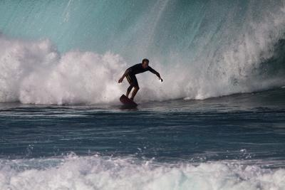 https://imgc.artprintimages.com/img/print/usa-hawaii-oahu-surfers-in-action-at-the-pipeline_u-l-pu3a0n0.jpg?p=0