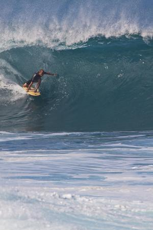 https://imgc.artprintimages.com/img/print/usa-hawaii-oahu-surfers-in-action-at-the-pipeline_u-l-pu3a2b0.jpg?p=0