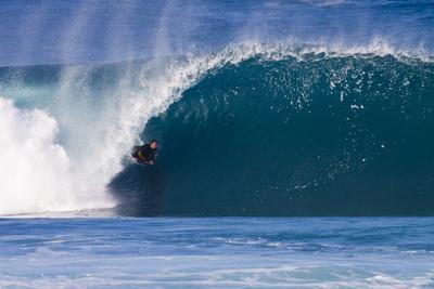 https://imgc.artprintimages.com/img/print/usa-hawaii-oahu-surfers-in-action-at-the-pipeline_u-l-pu3a9y0.jpg?p=0