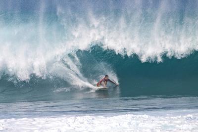 https://imgc.artprintimages.com/img/print/usa-hawaii-oahu-surfers-in-action-at-the-pipeline_u-l-pu3aas0.jpg?p=0