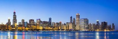 https://imgc.artprintimages.com/img/print/usa-illinois-chicago-the-city-skyline-and-a-frozen-lake-michigan_u-l-q12sxyb0.jpg?p=0