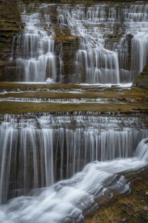 https://imgc.artprintimages.com/img/print/usa-new-york-watkins-glen-waterfall-cascade-over-rock_u-l-q1gbmea0.jpg?p=0
