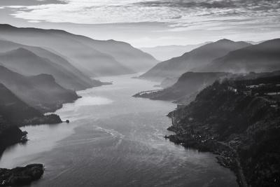 https://imgc.artprintimages.com/img/print/usa-oregon-aerial-landscape-looking-west-down-the-columbia-gorge_u-l-pyrrhf0.jpg?p=0