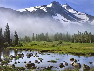 USA, Oregon, Mt Jefferson Wilderness. Mt Jefferson in Early Morning Light-Jaynes Gallery-Photographic Print