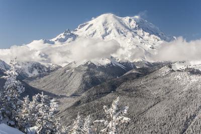 https://imgc.artprintimages.com/img/print/usa-washington-state-crystal-mountain-snow-covered-mount-rainier-viewed-from-lucky-shot-ski-run_u-l-q1gxkj40.jpg?p=0