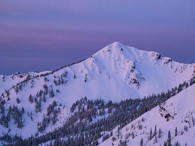 https://imgc.artprintimages.com/img/print/usa-washington-state-crystal-mountain-the-king-summit-and-snow-filled-bowls-at-sunset_u-l-q1gxkg90.jpg?p=0