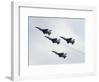 Usaf Thunderbirds Flying F-16 Fighting Falcons in Formation-Raul Touzon-Framed Photographic Print