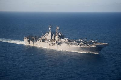 Uss Bonhomme Richard Transits the Coral Sea--Photographic Print
