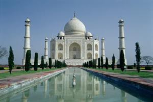 View of the Taj Mahal, Built by Emperor Shah Jahan (1592-1666), Completed in 1643 by Ustad Ahmad Lahori