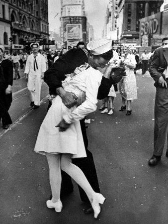V-J Day in Times Square-Alfred Eisenstaedt-Photographic Print