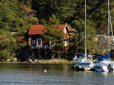 https://imgc.artprintimages.com/img/print/vacation-home-and-boats-on-island-in-helsinki-harbor-helsinki-finland_u-l-p247jx0.jpg?p=0