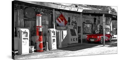 Vintage gas station on Route 66