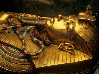 https://imgc.artprintimages.com/img/print/valley-of-the-kings-golden-coffin-tutankhamun-egypt_u-l-p583k40.jpg?p=0