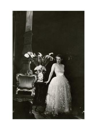 https://imgc.artprintimages.com/img/print/vanity-fair-april-1929_u-l-pep3l40.jpg?p=0