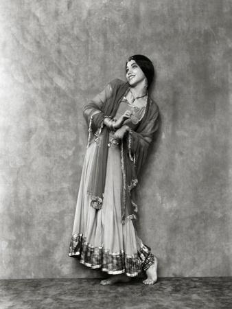 https://imgc.artprintimages.com/img/print/vanity-fair-january-1923_u-l-pep01h0.jpg?p=0