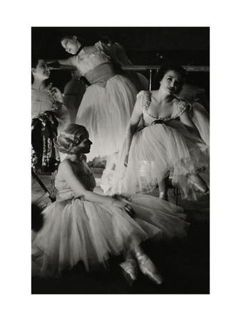 https://imgc.artprintimages.com/img/print/vanity-fair-june-1934_u-l-pep8r20.jpg?p=0