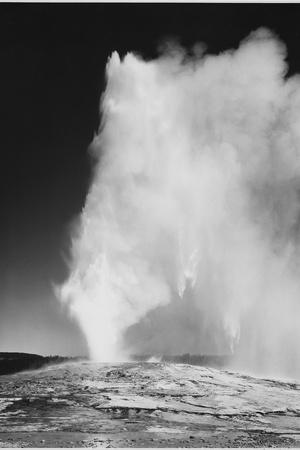 https://imgc.artprintimages.com/img/print/various-angles-during-eruption-old-faithful-geyser-yellowstone-national-park-wyoming-1933-1942_u-l-q19rkpk0.jpg?p=0