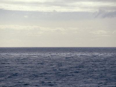 https://imgc.artprintimages.com/img/print/vast-ocean-in-dappled-shadow-and-light-bass-strait-australia_u-l-p2yqea0.jpg?p=0