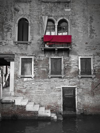 Venetian Building, Venice, Italy-Jon Arnold-Photographic Print