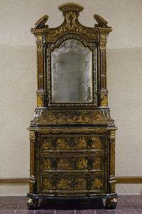Venetian Trumeau Cabinet, Lacquered Chinoiserie Gilt and Polychrome on Black Background, Italy