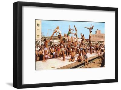 Venice Beach Acrobatics, Retro