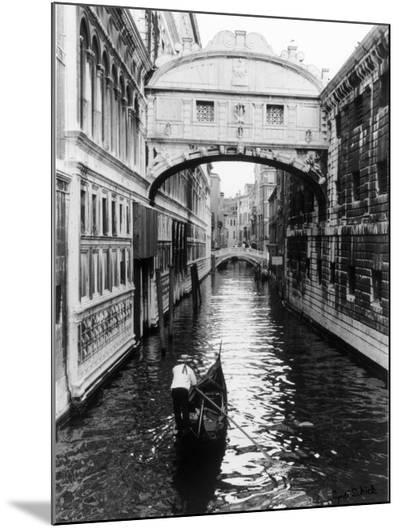 Venice Canal-Cyndi Schick-Mounted Print