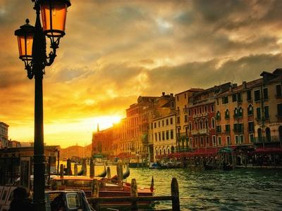 https://imgc.artprintimages.com/img/print/venice-in-light-iv_u-l-q11an4f0.jpg?p=0