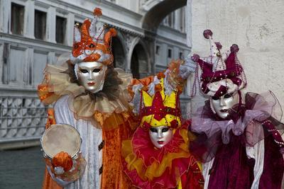 https://imgc.artprintimages.com/img/print/venice-italy-mask-and-costumes-at-carnival_u-l-pyow8a0.jpg?p=0